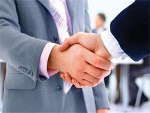 职场上五种错误的握手方式