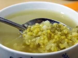 吃药的时候能不能喝绿豆汤呢
