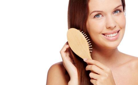更年期脱发怎么办 女性更年期脱发的原因 为什么更年期也会脱发