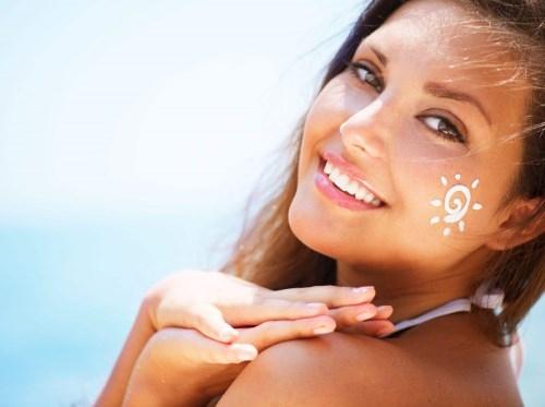 夏天女孩子都注重防晒,不过这个习惯却可能会让她们痛苦一生!