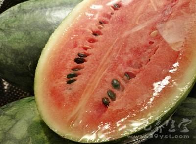 西瓜中含有瓜氨酸和精氨酸,对消除肾脏炎症有利