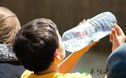 夏天中暑发烧怎么办