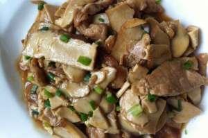 蘑菇炒香干家常菜