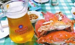 吃螃蟹可以喝啤酒吗