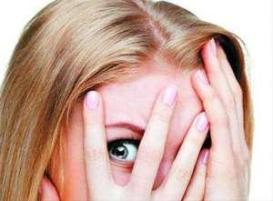 女性头顶长白发是什么原因引起?