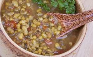 绿豆汤是红的还是绿的?怎么熬绿豆汤是绿色的?