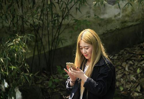对女朋友道歉的话约会时女生玩手机怎么办-7个方法助你消除尴尬